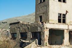 Разрушенные и получившиеся отказ фабрики communistic эры стоковые фотографии rf