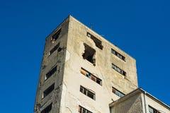 Разрушенные и получившиеся отказ фабрики communistic эры стоковые фото