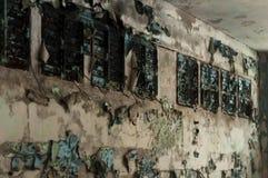 Разрушенные стены в школьном классе в загубленном классе в школе в Pripyt стоковое фото