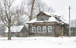 Разрушенный деревянный дом стоковая фотография rf