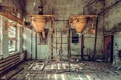Разрушенный и покинутый магазин фабрики, полный беспорядок и desolati стоковая фотография rf