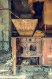 Разрушенный и покинутый магазин фабрики, полный беспорядок и desolati стоковые фотографии rf
