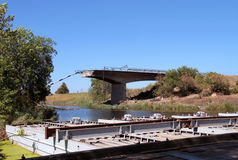 разрушенный мост Стоковые Изображения RF