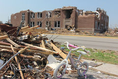 разрушенный торнадо школ Стоковое Изображение RF