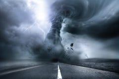 Разрушительный мощный торнадо Стоковые Изображения