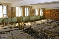 Разрушьте и ограбьте магазин завода, который работал стоковые фото