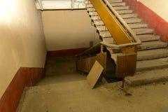 Разрушьте и ограбьте магазин завода, который работал стоковое фото