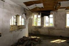 Разрушьте и ограбьте магазин завода, который работал стоковые изображения