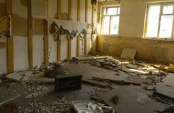 Разрушьте и ограбьте магазин завода, который работал стоковое изображение rf