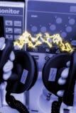разрядка дефибриллятора электрическая Стоковое Изображение