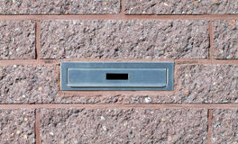 Разъем почтового ящика в розовую кирпичную стену Стоковое Изображение RF