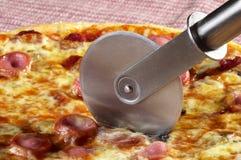 разделите пиццу всю Стоковая Фотография RF