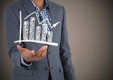 Раздел бизнесмена средний с белым doodle диаграммы в руке против коричневой предпосылки Стоковое Фото