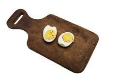 Разделение вареного яйца в 2 половинах Стоковое Изображение RF