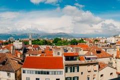 Разделение, старый городок, Хорватия Взгляд от башни башн-колокола к Стоковое Изображение RF