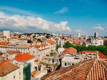 Разделение, старый городок, Хорватия Взгляд от башни башн-колокола к Стоковая Фотография