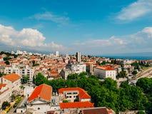 Разделение, старый городок, Хорватия Взгляд от башни башн-колокола к Стоковая Фотография RF