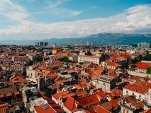 Разделение, старый городок, Хорватия Взгляд от башни башн-колокола к Стоковые Изображения RF