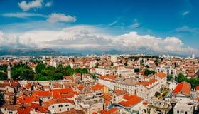 Разделение, старый городок, Хорватия Взгляд от башни башн-колокола к Стоковое фото RF