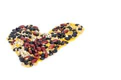 Разделенные фасоли сои, фасоли mung, красная фасоль почки, черная фасоль и разрывы работы в сердце формируют Стоковое Фото