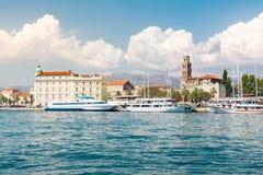 Разделенный Mou башни города панорамы ландшафта дневного времени Хорватии европейский Стоковые Изображения RF