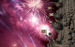 Разделите памятник к Питеру большой и фейерверки, Москва, Россия Стоковая Фотография