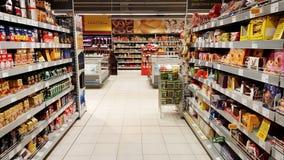 Раздел кофе в большом гипермаркете Стоковое Изображение RF