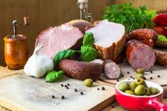 Разделочные доски мясных продуктов разнообразия деревянные Стоковое фото RF