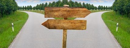 Разделяя знаки blabk пустого перекрестка дороги деревянные Стоковое фото RF