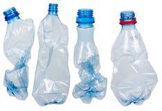разливает используемую пластмассу по бутылкам стоковое фото