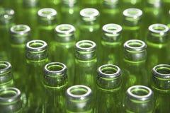 разливает центральное стекло по бутылкам фокуса dof отмелое Стоковая Фотография