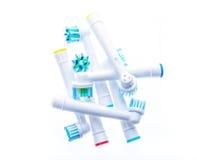 Различная замена электрической зубной щетки возглавляет с кольцами цвета Стоковые Фото