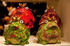 Различная покрашенная лягушка фарфора стоковое изображение