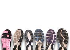 Различная подошва ботинка на серой предпосылке. Стоковая Фотография RF