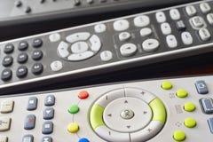 Различное ТВ и деталь управлением remote hifi установленная Стоковые Изображения