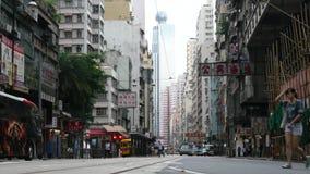 Различные автомобили на улице Гонконга сток-видео