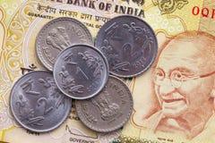 Различные банкноты и монетки индийских денег Стоковые Фотографии RF
