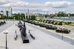 Различные военные транспортные средства в открытой площадке музея Стоковое фото RF