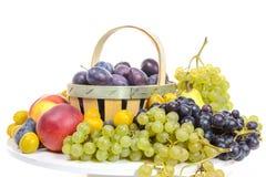 Различные плодоовощи, виноградины, сливы, персики Стоковые Фотографии RF
