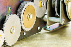 Различные соединяясь cogs и колеса металла Стоковая Фотография RF