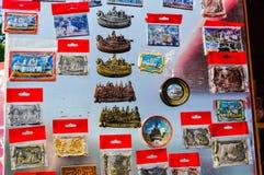 Различные сувениры с изображениями ориентир ориентиров Veliky Новгорода, России Стоковое Изображение RF