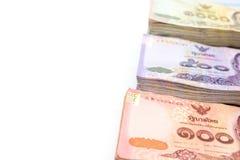 Различные типы тайских банкнот валюты на белом острословии предпосылки Стоковое Фото