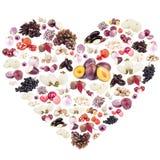 Различные фиолетовые фрукты и овощи в форме изолированного сердца, Стоковое Изображение RF