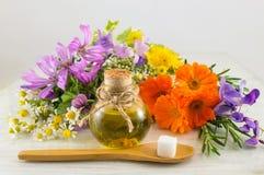 Различные цветки и essiential масло Стоковое Изображение