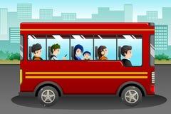 Различные люди ехать шина иллюстрация штока