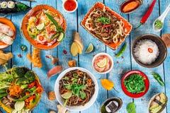 Различный азиатских ед на деревенской предпосылке, взгляд сверху, месте для текста Стоковые Изображения RF