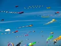 Различный красочный летать змеев Стоковое Изображение RF