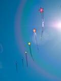 Различный цветастый летать змеев Стоковые Изображения