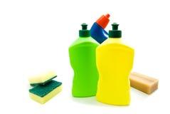 3 различных бутылки тензида, мыла и губок Стоковая Фотография RF