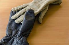 2 различных перчатки Стоковое фото RF